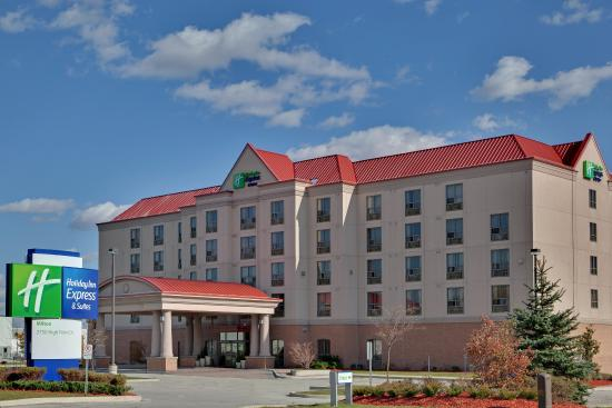 Holiday Inn Express & Suites Milton: Hotel Exterior