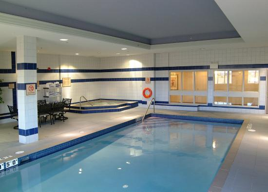 Holiday Inn Express & Suites Milton: Swimming Pool