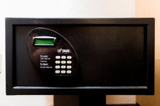Red Roof Inn Greenville: In-Room Safe