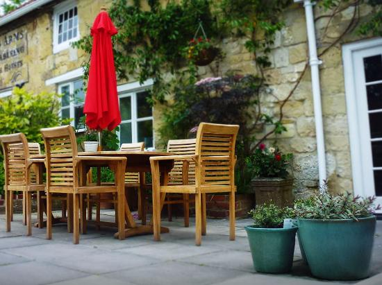 Hindon, UK: One of the beer garden tables