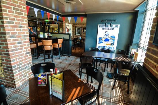 Village Hotel Bournemouth: Village Pub