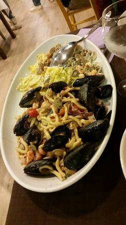 Ristorante il Peschereccio : Questo è il piatto che abbiamo diviso in due col menu speciale..superbo!