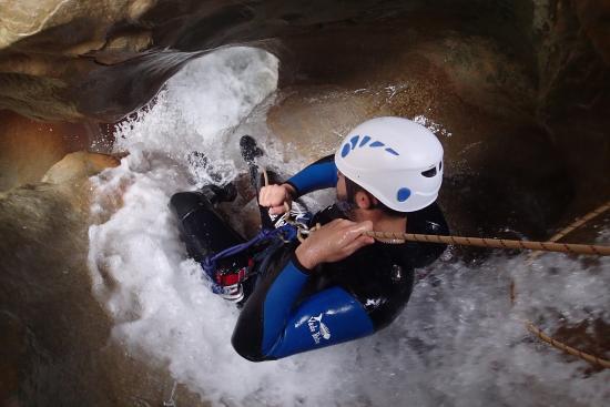 Pyrénées-Autrement : un petit rappel e canyoning
