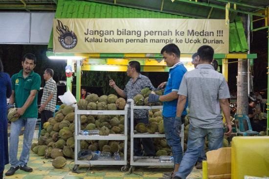 Durian Ucok: Jangan Bilang Pernah ke Medan !!! Kalau Belum Mampir ke Ucok Durian
