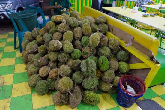 Durian Ucok: Duren yang kurang bagus dipisahkan
