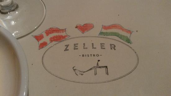 """Zeller Bistro: Der stod farveblyanter til benyttelse af til at tegne på """"dugen"""" :)"""