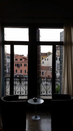 Ca' Sant'Angelo: Balcony window in bedroom