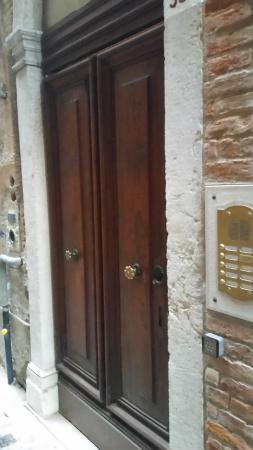 Ca' Sant'Angelo: Front door