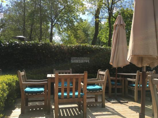 Terrasse jardin du restaurant splendide one minnewater for Cafe du jardin london