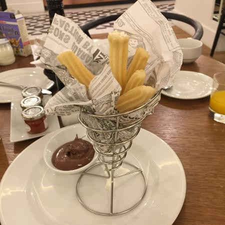 H10 Cubik: Churros with nutella for breakfast