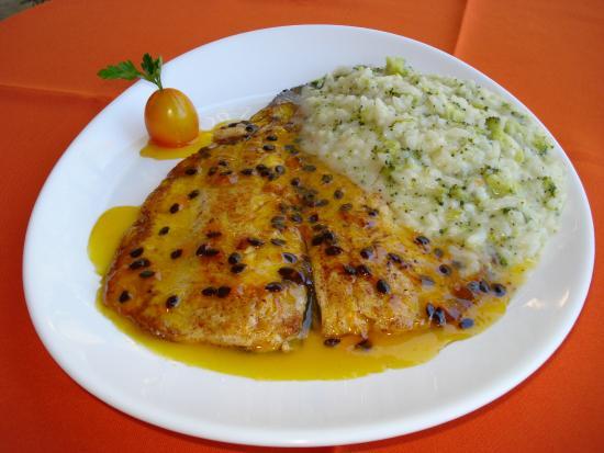 Restaurante Arco Iris: truta com calda de maracujá e risoto de alho poró