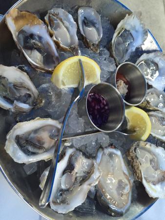 Hank's Oyster Bar: photo1.jpg