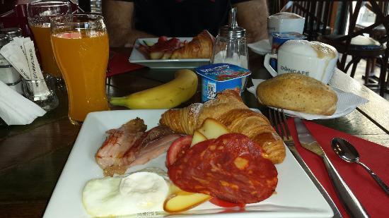 Hotel Gott: Buffet Breakfast