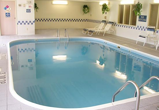 Fairfield Inn Dubuque : Indoor Pool