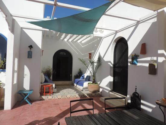 Dar Janoub Maison d'Hotes: terrasse repas