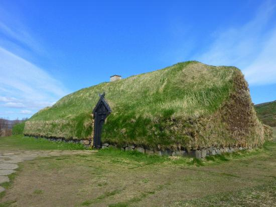 Discover Iceland: LANDMANNALAUGAR AND VOLCANO HEKLA | 4X4 TOUR