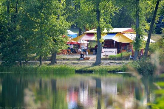 LeSna Fun & Grill: Leśna Fun&Grill od strony Jeziora Długiego