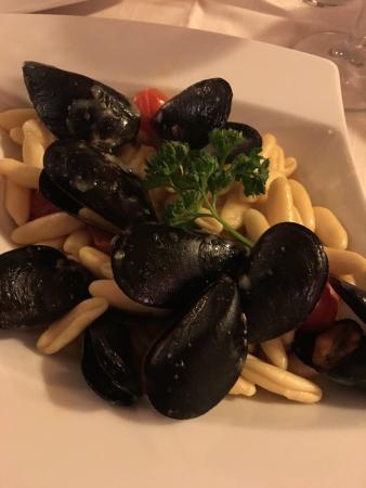 Nerino Dieci Trattoria: cavatelli with mussels & spicy sausage