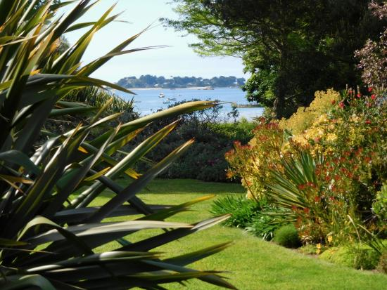 Penvenan, France : une des échappées sur la mer de ce jardin exceptionnel