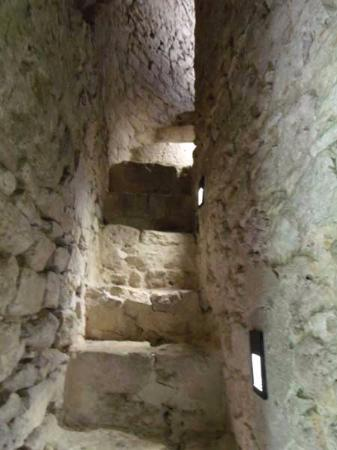 La Tour Cesar: The narrow stairs to bell tower at Cesar tower