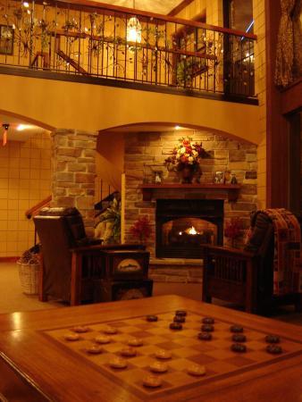 Saint Clair, MO: Fireside Lobby