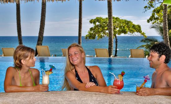 Tambor, Kosta Rika: Wet Bar Main Swimming pool