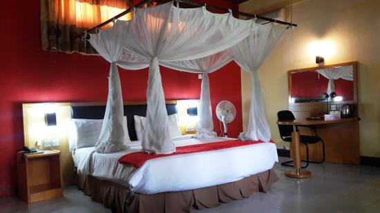 Jangwani Seabreeze Resort: double bed