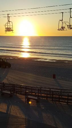 Boardwalk Seaport Inn: 20160608_054327_large.jpg