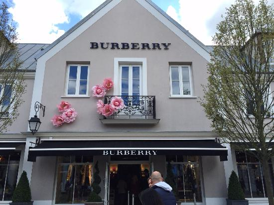 Serris, France: Burberry Outlet