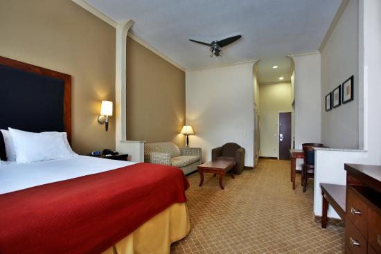 Deer Park, TX : Our spacious suites are perfect for any traveler!