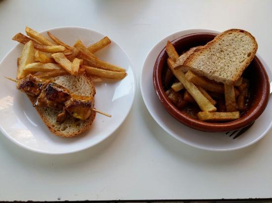 Taperia Entre Horas: Tapas de pinchito y jibia en salsa