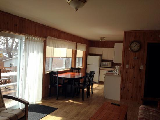 Merland Park Cottages: Muskie kitchen