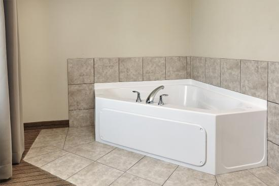 Verona, WI: King Guest Room with jetted tub