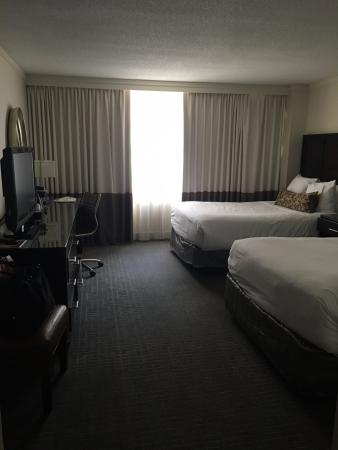 Washington Court Hotel on Capitol Hill: View of beds upon entering
