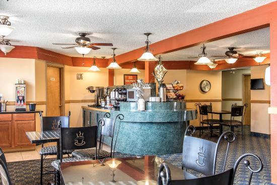 إكونو لودج إن آند سويتس: Breakfast area