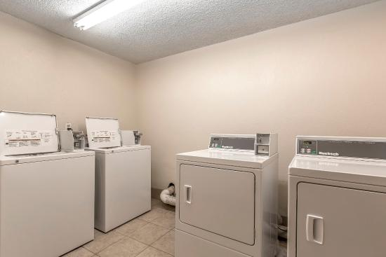 Econo Lodge Inn & Suites: Laundry