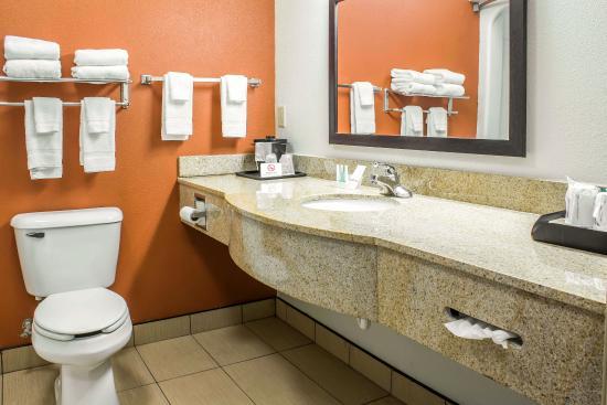 Sleep Inn & Suites : Guest Bathroom