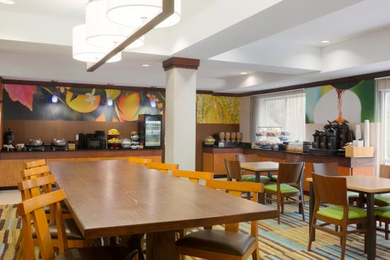 Fairfield Inn & Suites Columbia Northeast: Hot Breakfast Served Daily