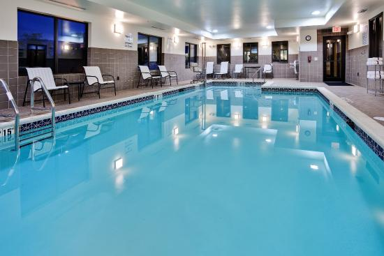 Holiday Inn Express Hotel & Suites Limerick: Indoor Heated Swimming Pool - Kids just love it!