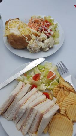 Castlemartin, UK: Baked Potato with cheese & Ham Sandwich
