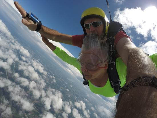 Weedsport, État de New York : First tandem jump at Skydive CNY