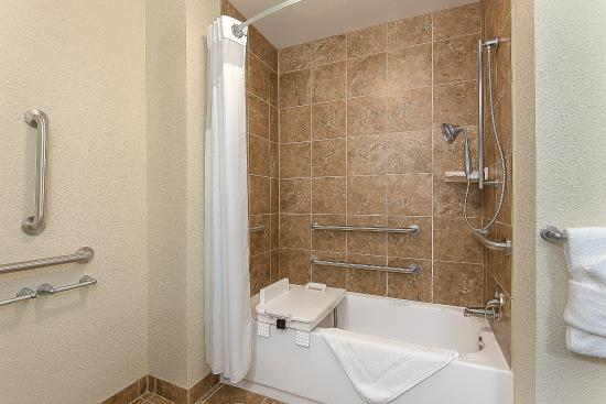 Holiday Inn Express Hotel & Suites Lafayette East: Guest Room