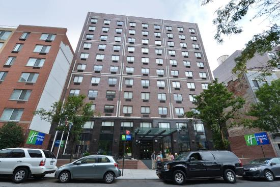 Holiday Inn Express New York - Manhattan West Side: Hotel Exterior-Hotel is convenient to many restaurants and shops.