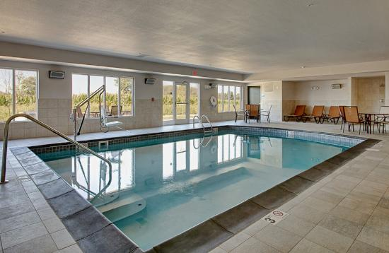 Holiday Inn Express Hotel & Suites North Fremont : Swimming Pool