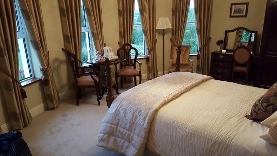 Brook Manor Lodge: 20160607_211624_large.jpg