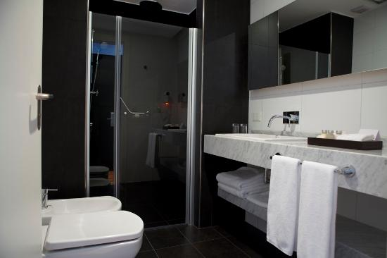 Fierro Hotel Buenos Aires: Bathroom for all our rooms