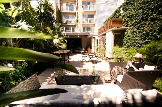 Fierro Hotel Buenos Aires: Secluded garden with al fresco dining