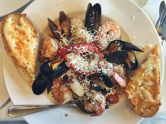 Bistro by the Bay: Excellent food, friendly staff.  Seafood linguine was fresh and packed with mussels, scallops, s