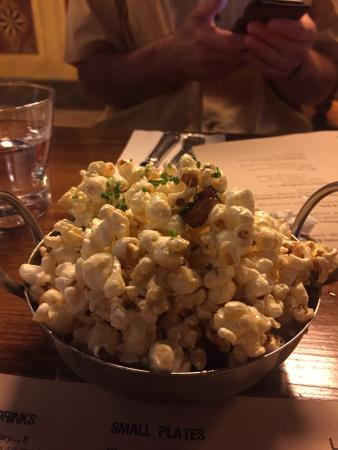 Alobar: Maple bacon popcorn - a must