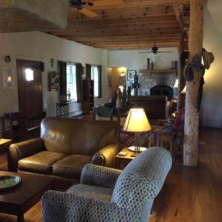 Bear Mountain Lodge: Beautiful And Comfortable Common Area.
